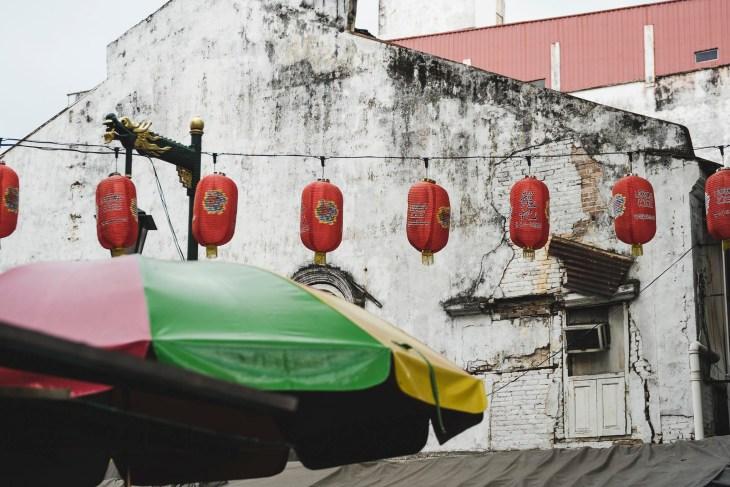 chińskie czerwone lampiony, bardzo charakterystyczny znak