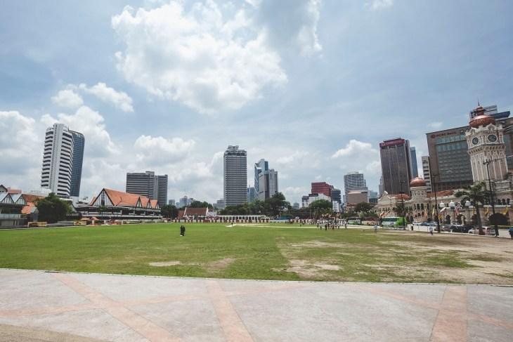 Plac Merdeka to bardzo niepozorne miejsce o wielkim znaczeniu