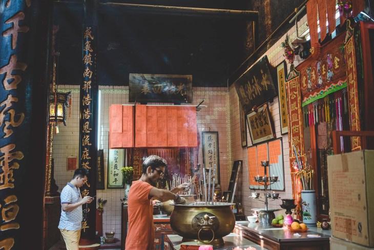 w chińskiej świątyni możecie poczuć się trochę jak w bajce, a trochę jak... na bazarze