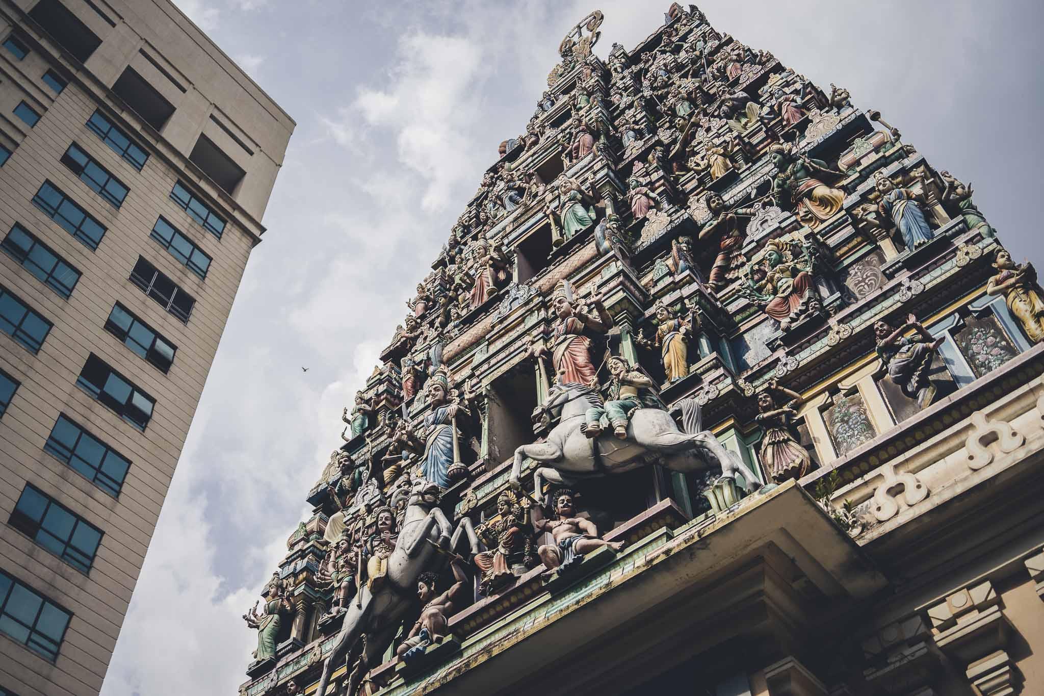 niepowtarzalne wieże hinduistycznych świątyń - na zdjęciu najwyższa w KL