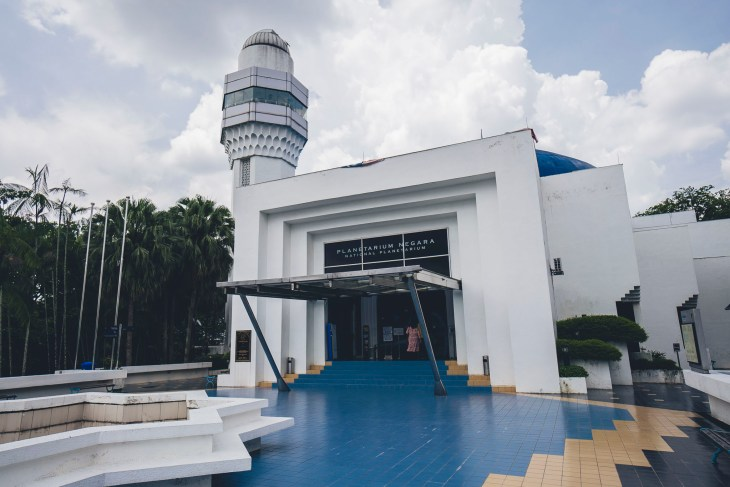 wejście do Planetarium, trzeba się tu nieźle wspiąć!