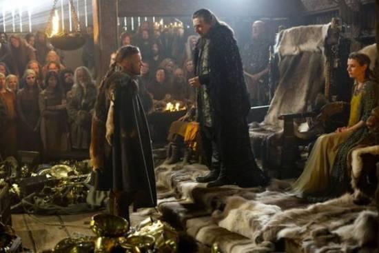 Ragnar Lothbrok (Travis Fimmel) enfrenta Earl Haraldson (Gabriel Byrne)