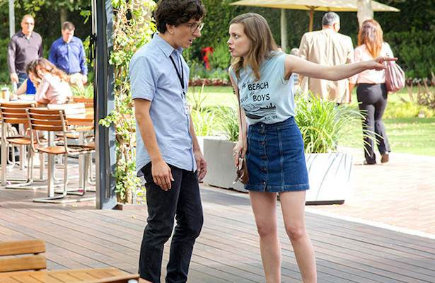 Love: comédia romântica retrata cotidiano de jovem casal