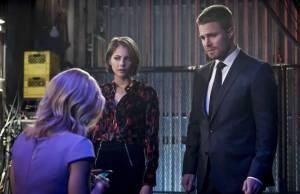 Arrow: Oliver descobre sobre planos da HIVE
