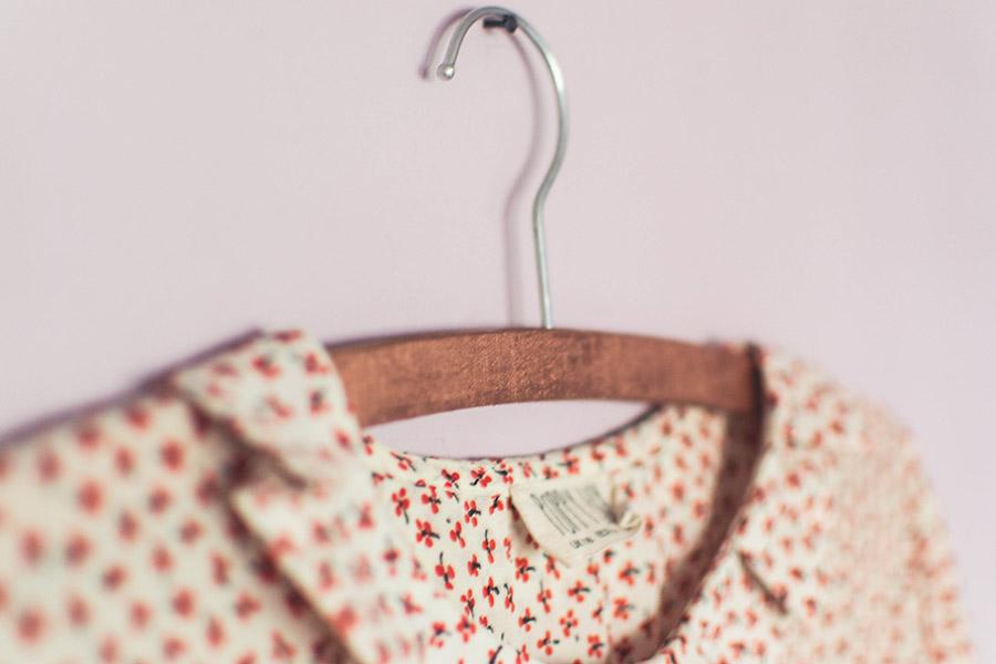 Final result of this simple DIY rose gold hangers tutorial