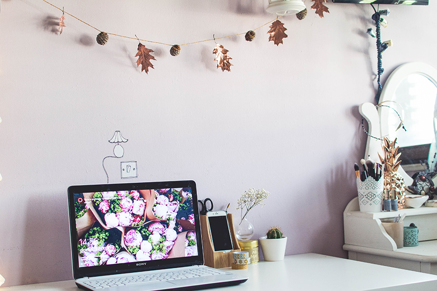 Style your room with a cute Autumn garland DIY