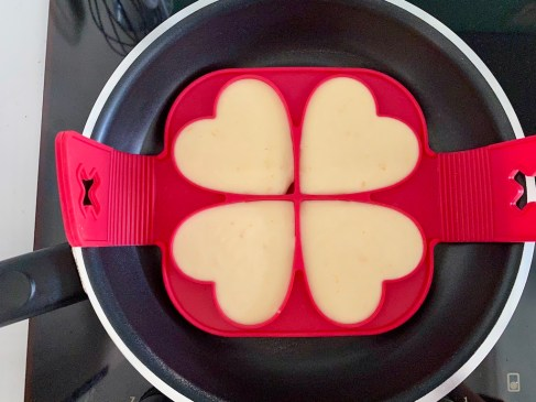 PopsicleSociety-heart shaped fluffy pancakes_6567D