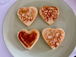 PopsicleSociety-heart shaped fluffy pancakes_6570D