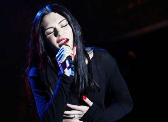 jessie-j-performing-live-on-stage-17