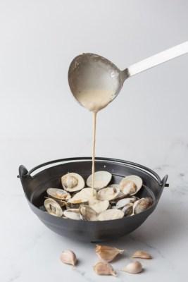 Clams in a Pot (Garlic Butter Cream)