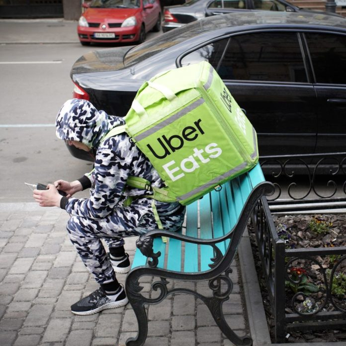 Unhygienic Uber Eats driver takes gross smoking break