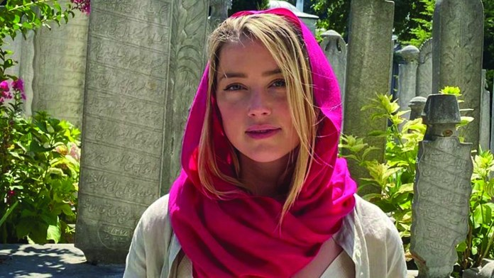 Amber Heard braless at Mosque in failed virtue signal attempt