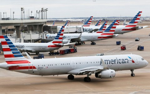 From Holiday Cheer to Holiday Fear: Glitches in American Airlines System Leave Flights Pilotless