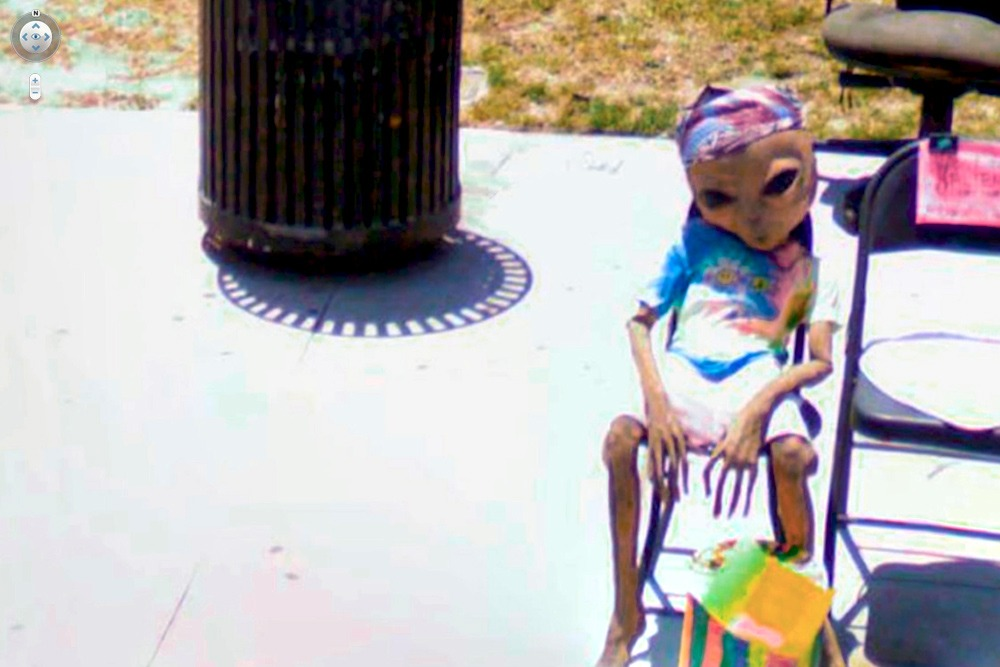 15 Crazy Moments Captured on Google Street View - Alien Chilling on Chair