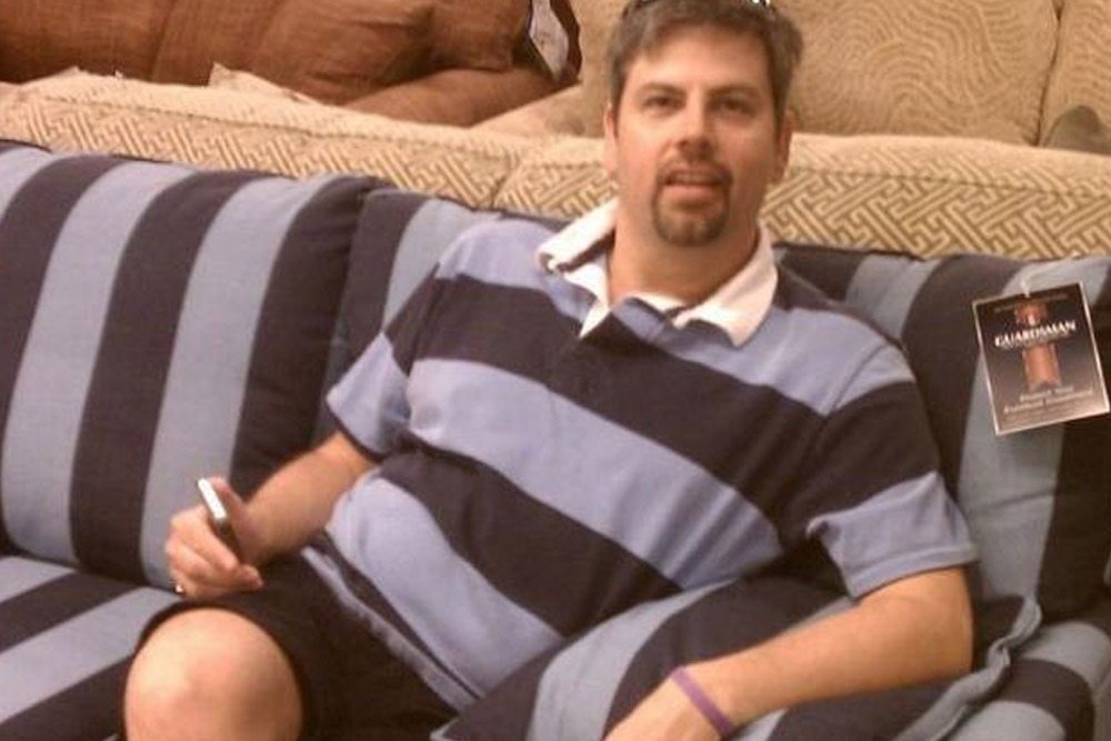 Photos of People Who Oddly Resemble Random Objects - Matching Polo and Couch