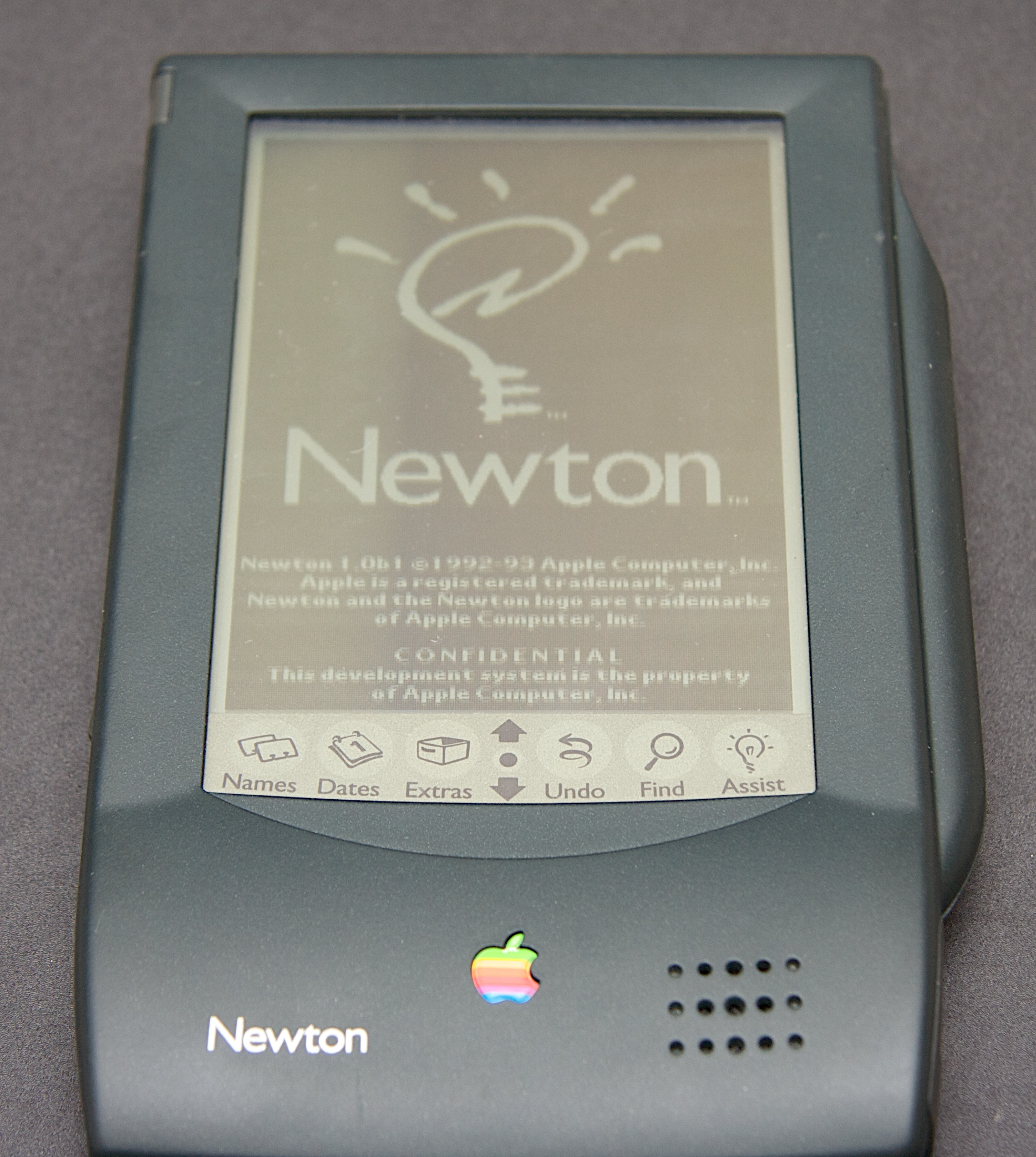 https://i0.wp.com/popularlogistics.com/wp-content/uploads/2010/08/apple-newton-power-on.jpg