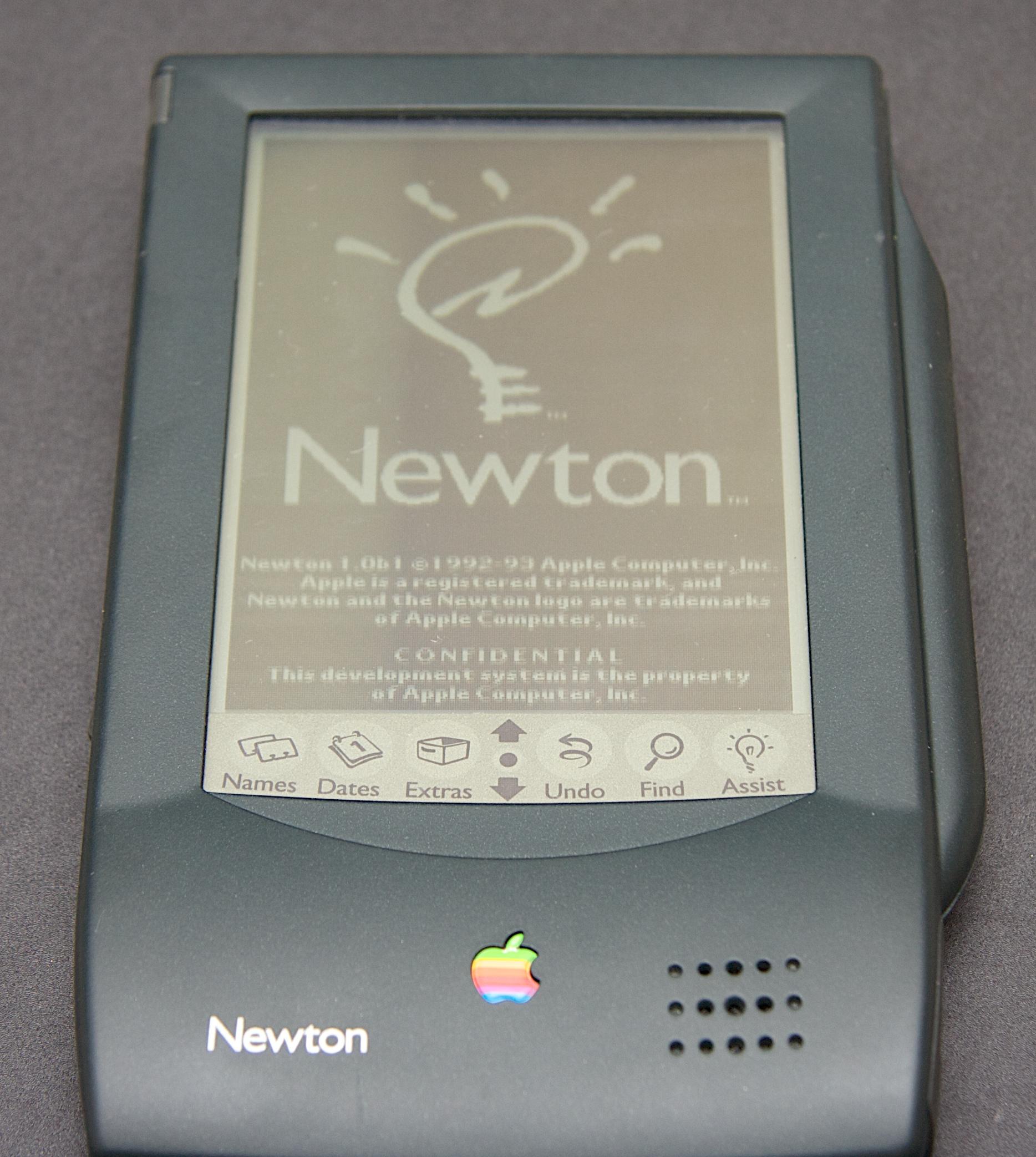 https://i0.wp.com/popularlogistics.com/wp-content/uploads/2010/08/apple-newton-power-on.jpg