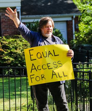 Kevin Zeese protesting outside of Ajit Pai home on May 14, 2017. By Anne Meador of DC Media Group.
