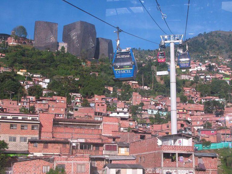 800px-Metrocable_de_Medellín,_Colombia