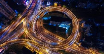 Разработчик из Пермского национального исследовательского политехнического университета создал прототип устройства, которое сделает передние стойки кузова автомобиля прозрачными, чтобы увеличить обзор водителя. Разработка, у которой нет аналогов, избавит автовладельцев от «слепых зон» и сможет снизить количество ДТП на перекрестках на 35–40%.