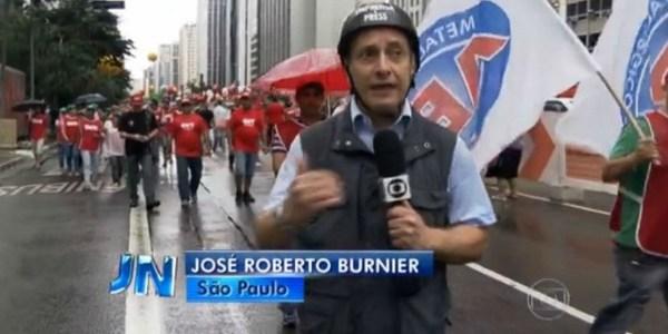 Em ato pró-Dilma, equipe da Globo é hostilizada por manifestantes em SP