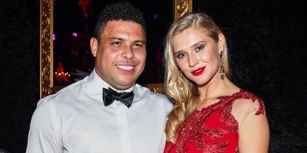 Ronaldo dá festa de aniversário para a namorada e aparece animado; veja