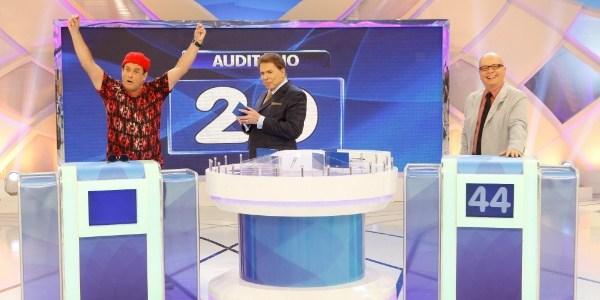 Silvio Santos volta de férias com pegadinha de Zumbis e participação de Tas