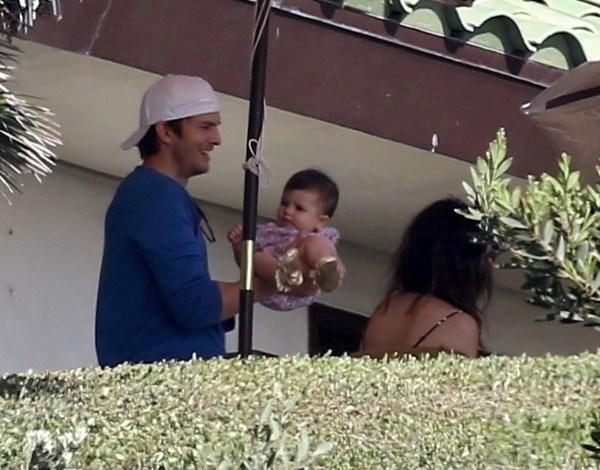 Ashton Kutcher apresenta a filha a Bono e Gwyneth Paltrow em festa