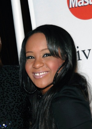 Ex de Whitney Houston pede guarda de bens da filha hospitalizada