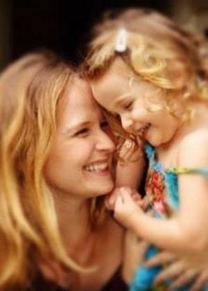 Famosas incluem maternidade na vida profissional e transformam trabalhos