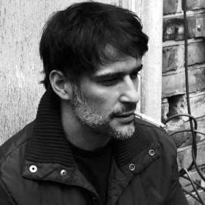 """Autor de trilhas sonoras, brasileiro conquista EUA e compõe para """"Amy"""""""