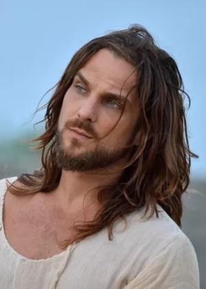 """Ator de """"Alto Astral"""" interpreta Jesus em espetáculo da Paixão de Cristo"""