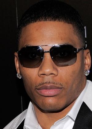 Rapper Nelly é detido e acusado por porte de drogas