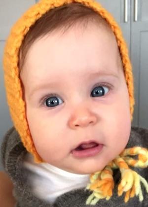 Robert Downey Jr. mostra pela primeira vez foto da filha recém-nascida