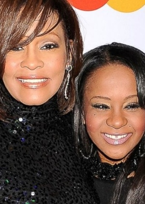 Bobbi tem um dano irreversível no cérebro, diz mãe de Whitney Houston