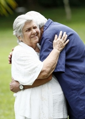 """Mãe do diretor Jorge Fernando, Hilda Rabelo vira espírito em """"Alto Astral"""""""