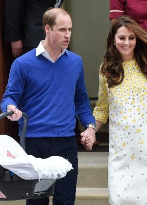 Em busca de privacidade, William e Kate levam os filhos para o interior