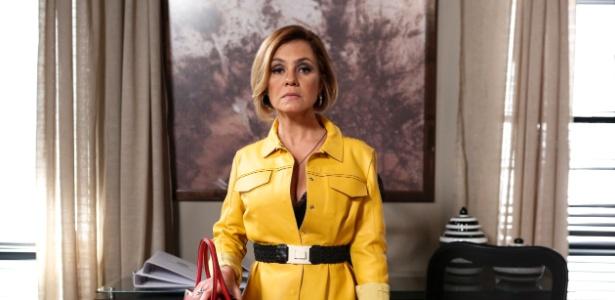 """Em """"Babilônia"""", Inês investiga documentos de Beatriz e diz: """"Você vai cair"""""""