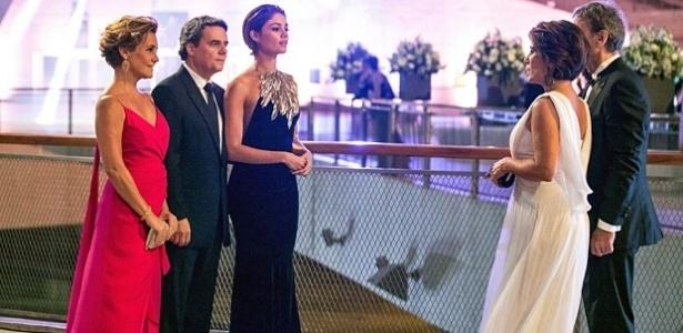 """Em """"Babilônia"""", Evandro apresenta Alice como namorada e choca Beatriz"""