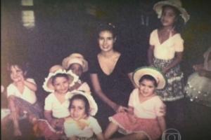 """Após décadas, """"Tia Fatinha"""" reencontra ex-aluna de curso de balé"""
