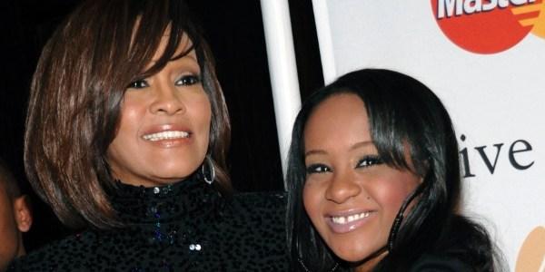 """Filha de Whitney Houston vai para Cuidados Paliativos: """"Nas mãos de Deus"""""""