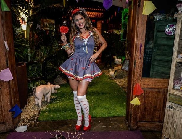 01jul2015---a-atriz-e-apresentadora-livia-andrade-comemorou-seu-aniversario-de-32-anos-com-uma-tipica-festa-caipira-em-um-buffet-infantil-de-sao-paulo-nesta-quarta-feira-1435800238293_615x470