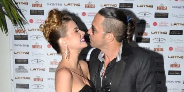 """Latino anuncia separação de Rayanne: """"Vida que segue"""""""