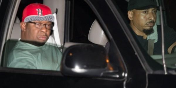 Bobby Brown é visto deixando o hospital após a morte da filha
