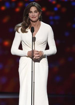"""""""Nunca vou superar"""", diz Caitlyn Jenner sobre acidente de carro"""