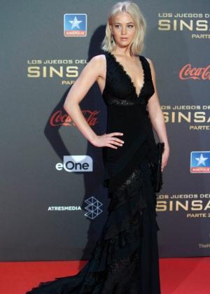 """Jennifer Lawrence leva tombo em pré-estreia de """"Jogos Vorazes"""" em Madri"""