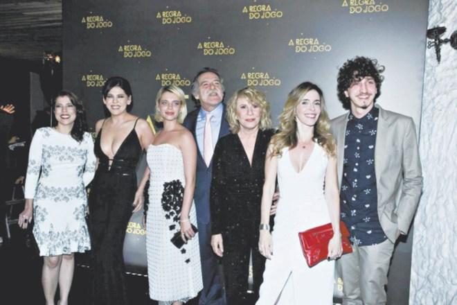 Foto com o elenco do n˙cleo da famÌlia Stewart, na novela A Regra do Jogo.