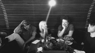 Foto de Paramore publica foto ao lado de Zac Farro