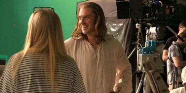 """Príncipe Adam aparece em novas imagens do remake de """"A Bela e a Fera"""""""