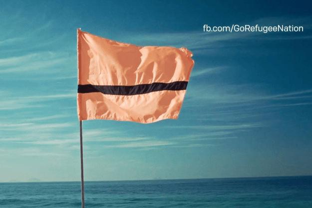 A bandeira dos refugiados, criada pela artista síria Yara Said, foi inspirada nos coletes salva-vidas que muitos deles usam nas embarcações clandestinas de fuga.
